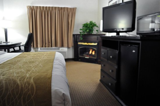 The Inn At Lenox View: Guest Room King Bed fireplace suite