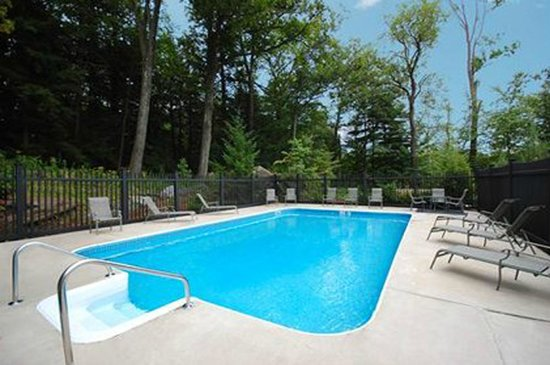 The Inn At Lenox View: Pool Area