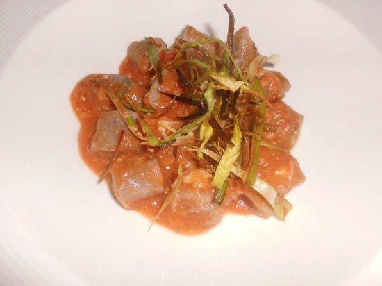 Scalvini: Gnocchi di patate violette ai crostacei con porro croccante
