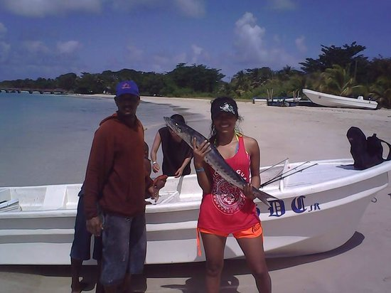 Arenas Beach Hotel: Capt Charles will get you lots of fish 85056585 is his cell