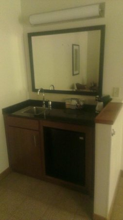 Hyatt Place Milford: Bathroom Vanity