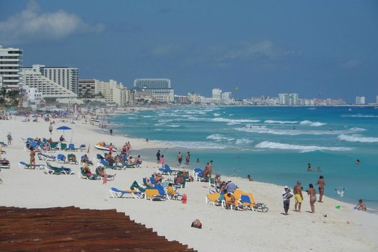 GR Caribe by Solaris : View down beach from Bogevante Restaurant