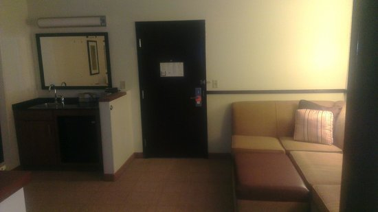 Hyatt Place Milford: Towards the Door