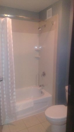 Hyatt Place Milford/New Haven: Shower