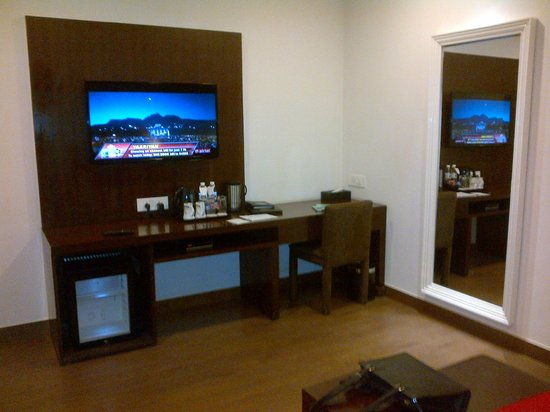Jasmine Boutique Hotel: The TV and writing desk