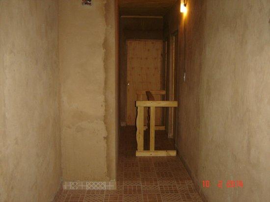 Hosteria Mola: Escalera del segundo piso a terminar