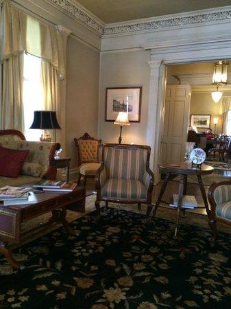 The Sayre Mansion Inn: palor