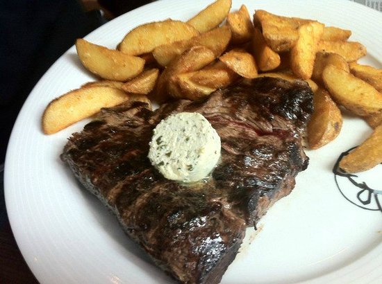Buffalo Steakhaus: Medium-well-done with pommes