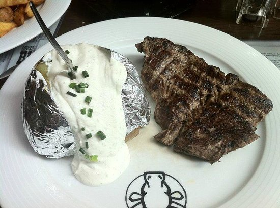 Buffalo Steakhaus: Medium-well-done with papa asada and sour cream