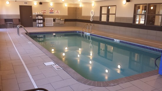 Holiday Inn Express Hotel & Suites Emporia Northwest: Indoor Pool
