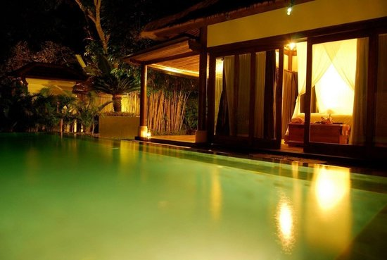 Villa Nirvana Bali: Our villa at night