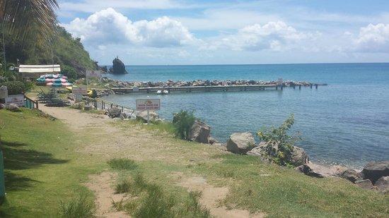 Timothy Beach Resort: View towardsthe beach bar