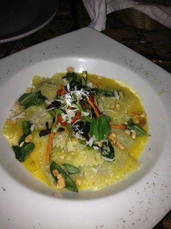 La Sirena d'Juan: The goat cheese raviolis we shared as an entrée