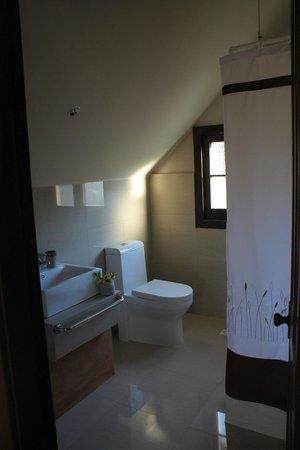 High House: Baño habitación cuádruple