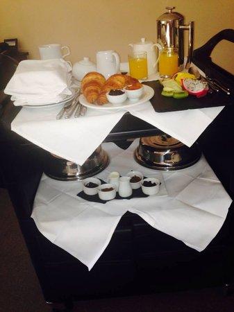 Peak Edge Hotel: breakfast trolley