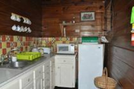 Harding Hall : Small kitchen with all that's needed