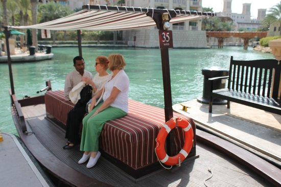 Jumeirah Al Qasr at Madinat Jumeirah: Abra taxi Which took us to Al Qasr