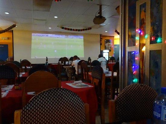 Kamsar, גינאה: Cholo's sports bar and restaurant, Kamsar, best food in Guinea