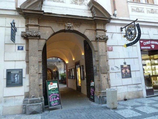 Hotel Hastal Prague Old Town : U PAVOUKA PRAGUE - freaky place, ever seen the movie HOSTEL?