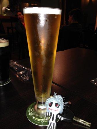 Barbot - Brew Pub: Una rica cerveza con miel o, como le llaman ellos, Honeybeer