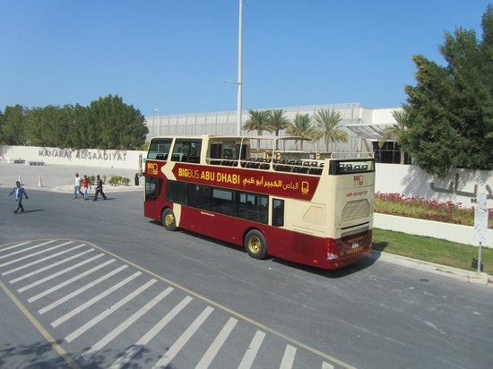 Big Bus Tours Abu Dhabi: The bus at the Manarat Al Saadiyat stop