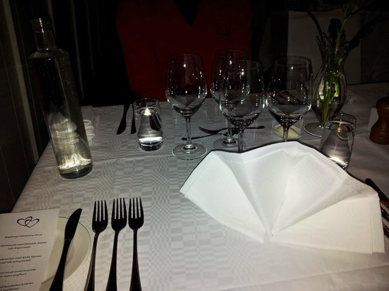 Hogberga Gard Hotel: Dinner table setting