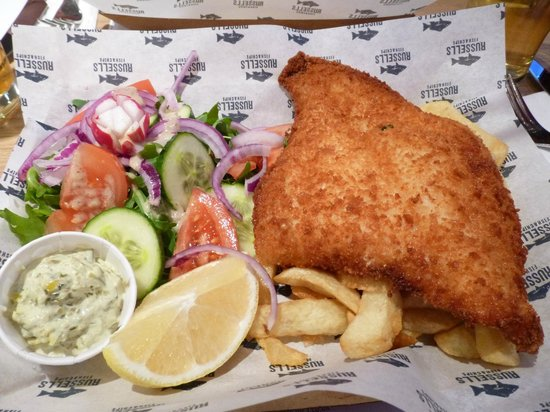 Russell's Fish & Chips: Great fish & chips at Russell's in Broadway
