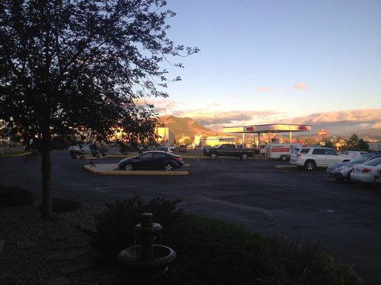 Days Inn Helena: parking lot