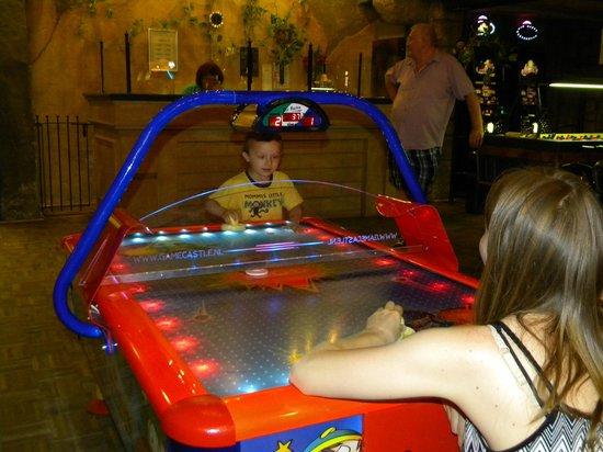 Center Parcs Park Eifel: Game room! Great options for little kids!
