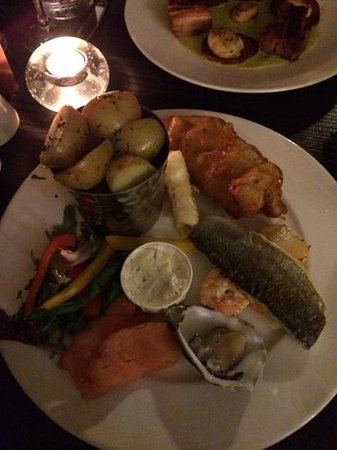 The Moon and Sixpence: Less than impressive seafood platter