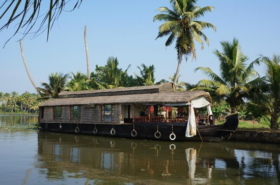 Lakes & Lagoons Tour Company: our houseboat