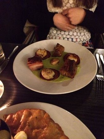The Moon and Sixpence: Excellent scallops, chorizo and belly pork