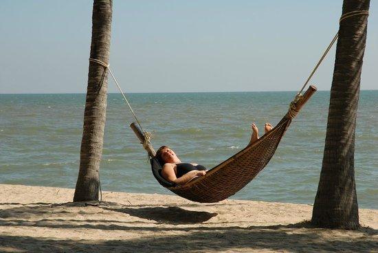 Anantara Hua Hin Resort: Op het strand kom je, met het ruizen van de zee op de achtergrond, helemaal tot rust.
