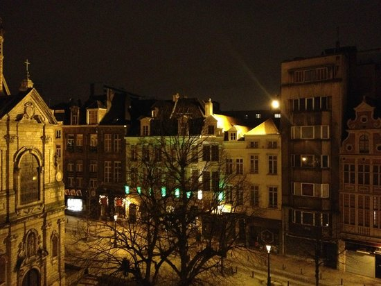 Novotel Brussels Grand Place: view of square at dawn