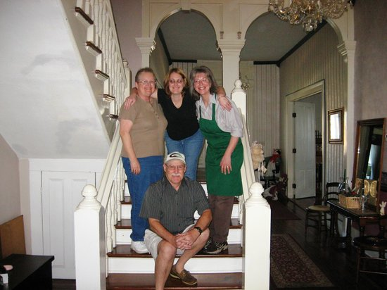 Americus Garden Inn Bed & Breakfast : Family with Susan
