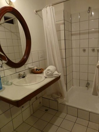 Hotel Victoria : Bathroom - very clean and a great shower!
