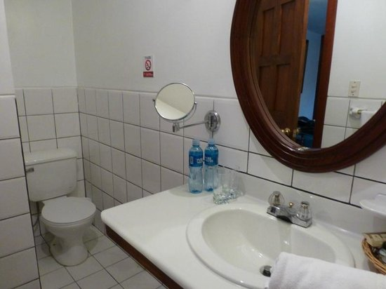 Hotel Victoria : Bathroom - need a hair dryer? Ask at the front desk!