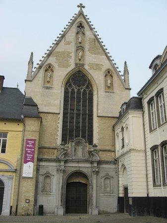 Abbaye de la Cambre : Façade de l'église du 14ème siècle