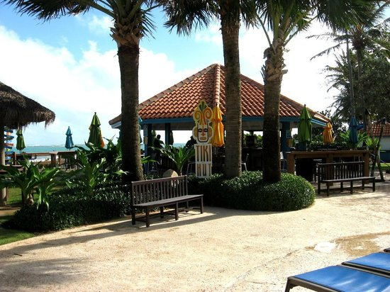 Wyndham Grand Rio Mar Beach Resort & Spa: Tiki Bar