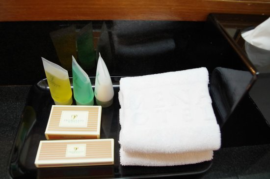 Promenade Hotel: Bathroom amenities