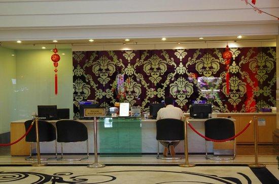 Promenade Hotel: The Front Desk Reception Desk
