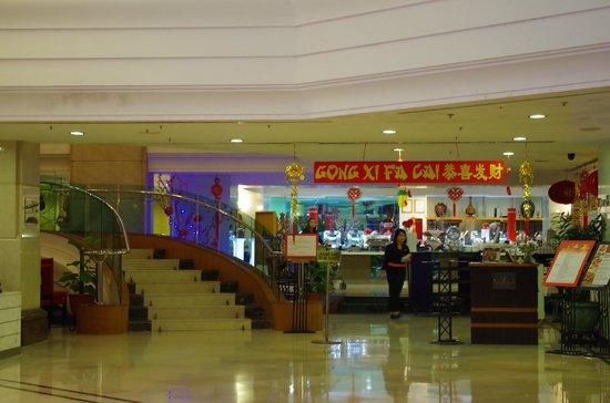 Promenade Hotel: coffee house entrance