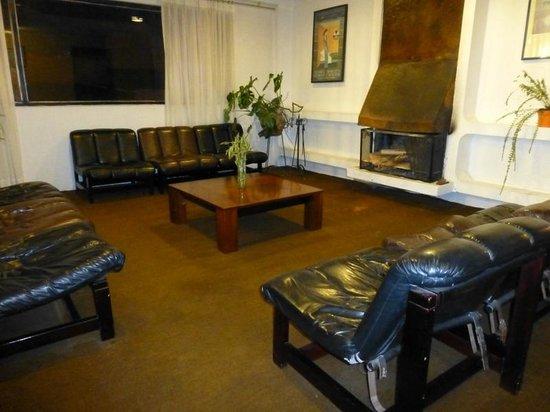 Hotel El Galpon: Lounge area on the 2nd floor