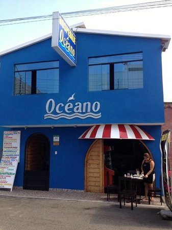Hospedaje Oceano: Small terrace, but space for a dozen inside as well...