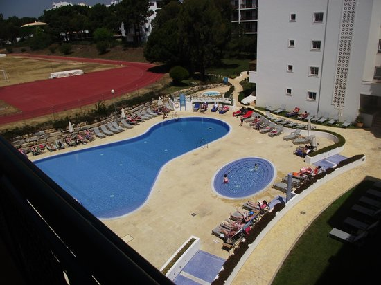 Stella Maris Hotel Apartments: View of Swimming Pool from our apartment