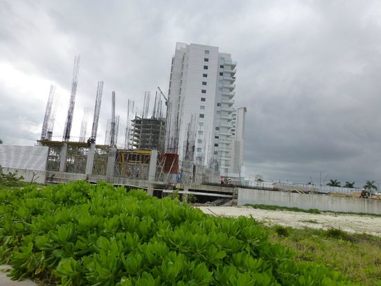 Puerto Cancun Golf Course: New tower under construction