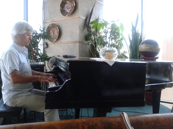Giratorio Restaurant: almoçar com som de piano