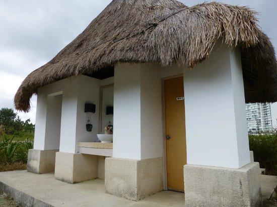 Puerto Cancun Golf Course: Clean on-course bathrooms
