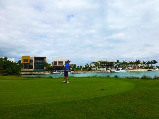 Puerto Cancun Golf Course: 18 tee