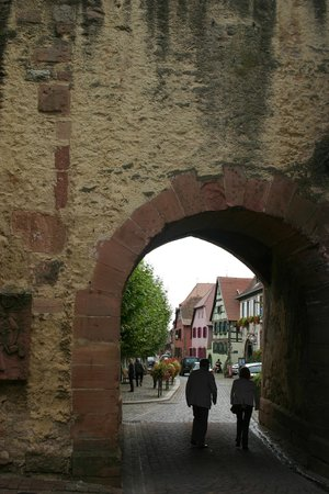 La Cour du Bailli Residence Hoteliere : Entrance to the old city of Bergheim